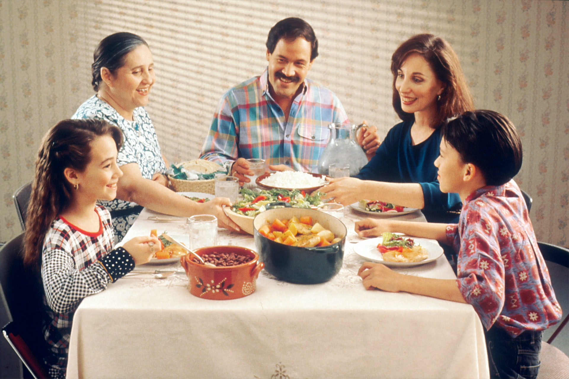 5 uncomfortable topics to avoid at family gatherings